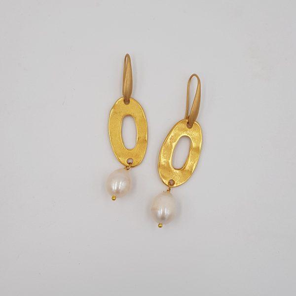 orecchini linea perle annagi milano con elemento in zama e perla di fiume